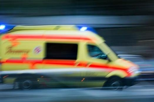 Baum fällt auf Spielplatz - Kind stirbt an schweren Verletzungen