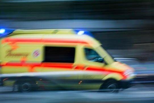 Ford überschlägt sich auf A 4 bei Dennheritz - Fünfjähriger schwer verletzt