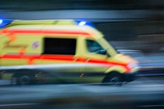 Zwickau: Zwei Personen aus Fenster gestürzt