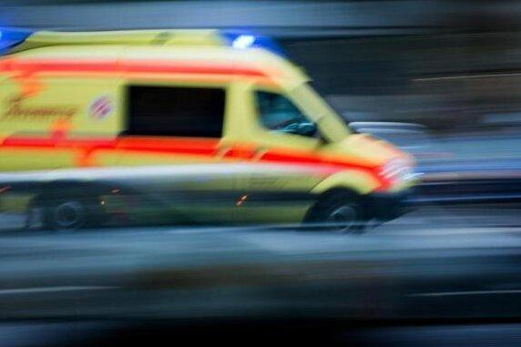 Die 54-jährige Frau musste nach dem Angriff in einem Krankenhaus behandelt werden.