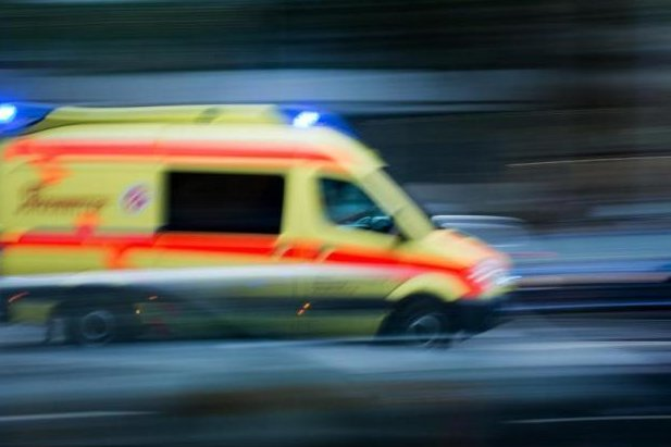 Drei Personen bei Glätteunfall verletzt