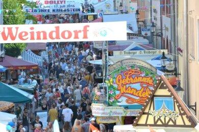 Besucherandrang auf der Burgstraße in Richtung Schloßplatz wie zur 31. Auflage wünschen sich die Freiberger auch für die nächsten Bergstadtfeste. Doch derzeit gibt es dicke Fragezeichen.