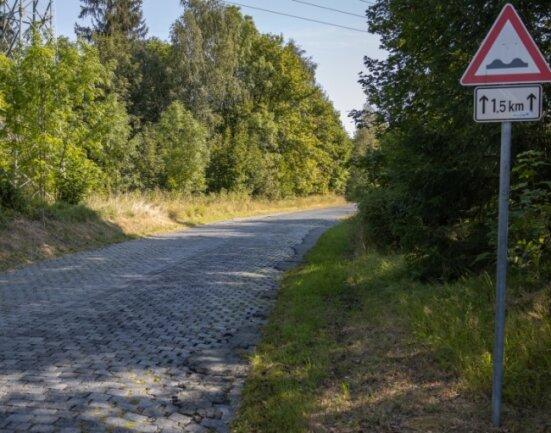 Die Auffahrt zum Sauberg in Ehrenfriedersdorf soll grundhaft saniert werden. Dafür müssen aber unter Tage erst Sicherungsarbeiten erledigt werden.