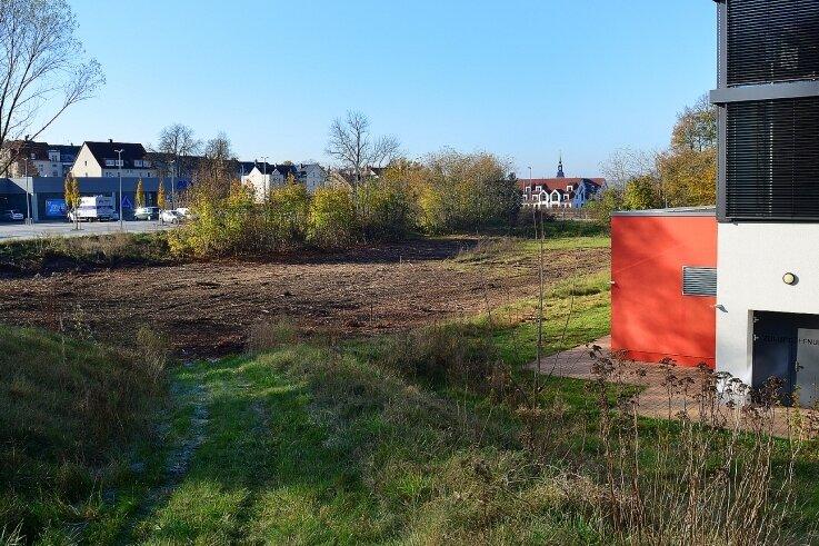 Auf der Freifläche zwischen Aldi-Parkplatz und Sportforum in Frankenberg entsteht ein neuer Kunstrasenplatz.