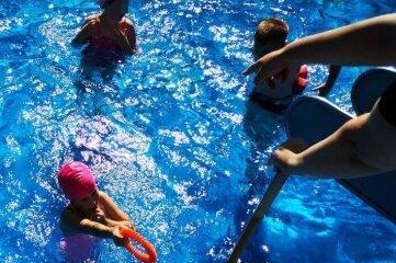 Die Kinder konnten im Kursim Sachsenburger Freibad ihre Schwimmkenntnisse ausbauen.