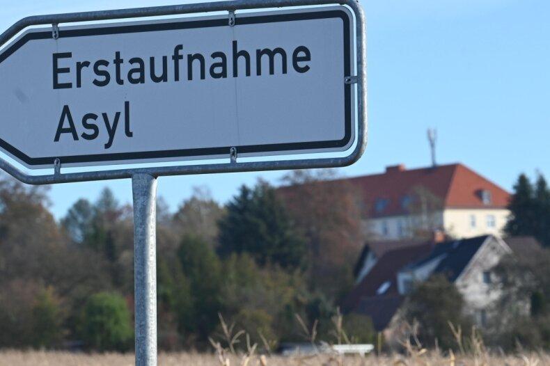 Die Erstaufnahmeeinrichtung des Landes Sachsen für Flüchtlinge am Adalbert-Stifter-Weg im Stadtteil Ebersdorf ist derzeit Ziel vieler Schutzsuchender, die über die polnische Grenze in den Freistaat kommen.