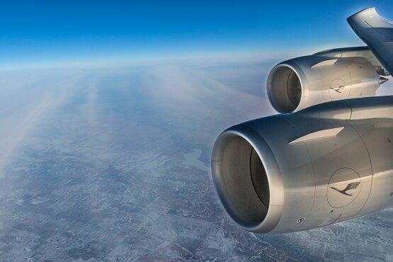 Über den Wolken: Die Boeing 747-8 auf ihrem Weg von Seattle nach Frankfurt.