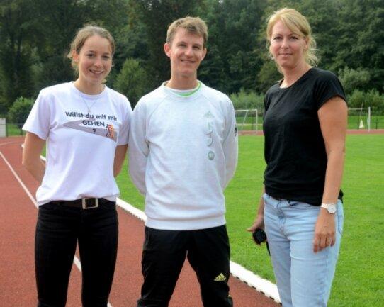 Teresa Zurek und Leo Köpp (von links), Mitglieder des deutschen Nationalteams im Gehen sowie Nachwuchsbundestrainerin Manja Berger (rechts) warben in Lengenfeld für ihren Sport.