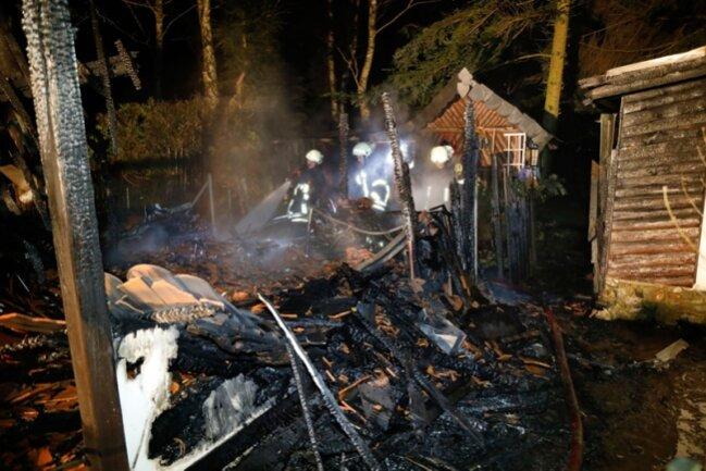 Schuppen in Niederlichtenau brennt komplett nieder.