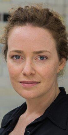1981 in Heidelberg geboren und unter anderem in der Schweiz aufgewachsen, wurde Anna Luise Kiss nicht wirklich von Defa-Filmen geprägt. Doch sie schwärmt vom Schatz der Defa und gräbt selbst Geschichten dazu aus.