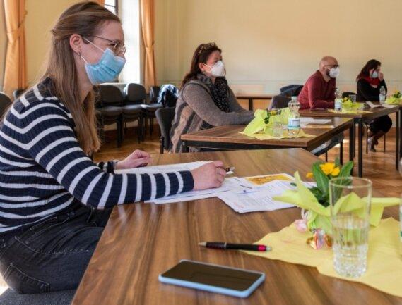 Zur Jury beim Vorlesewettbewerb gehörten (v.l.): Lisa Oberländer von der Stadtverwaltung, Buchhändlerin Ellen Naumann, Marcel Berger vom Jugendladen und Mandy Uhlemann von der Stadtbibliothek.