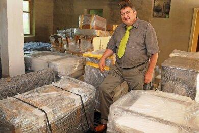 2018 erhielt die Einrichtung - auf dem Foto Museumschef Jürgen Knauss - den Nachlass der Familie Reber und lagerte die Gegenstände im Depot ein.