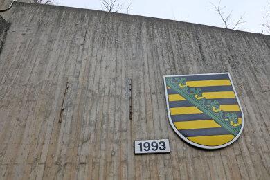 Ein 100x100 Zentimeter großes Deutschland-Wappen wurde am südlichen Portal des Tunnels Mosel gestohlen.