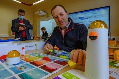 Es geht um die Schule der Zukunft. Das vierköpfige Team des MPZ Stollberg - im Bild vorn Udo Schmidt - berät Schulen und Schulträger bei dieser Thematik.