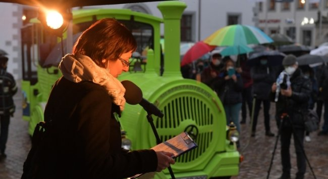 Die Silberstadtbahn war auch am 26. Februar bei der Demo von Innenstadtakteuren auf dem Freiberger Obermarkt präsent.