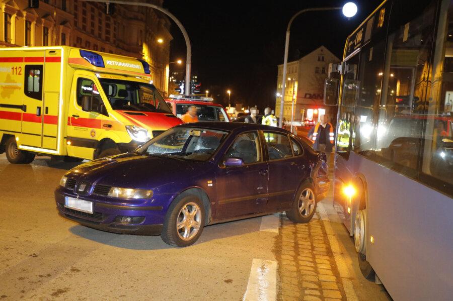Drei Verletzte bei Unfall mit Linienbus in Chemnitz