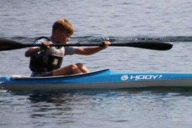 Der 10-jährige Fabian Oetzel sicherte den Mittweidaer Kanuten in Markranstädt die erste Goldmedaille nach der Corona-Pause.