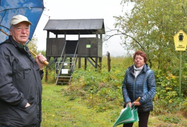 Hannelore und Diethelm Schönrath haben in der Nähe der Kanzel ein Gartengrundstück. Die Brand-Erbisdorfer sind besorgt, dass der Hochstand ohne Ersatz weggerissen wird.