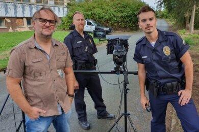 Am Wochenende haben die Dreharbeiten für das neue Filmprojekt von Tom Asmussen (rechts) begonnen. Zum Team gehören Kameramann Pieter Müller (links) und Darsteller Tobias Bäuerle.