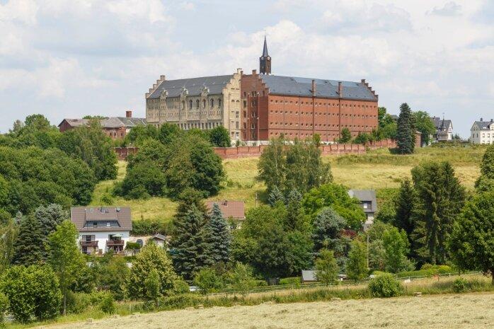 Auf einer freien Fläche am Schloss Hoheneck soll ein Wohngebiet entstehen. Das Areal reicht von der Heinrich-Heine-Straße über den Gartenstadtweg bis zur Straße Am Waschbrunnen und grenzt an den Süd- und Westflügel des Schlosses.