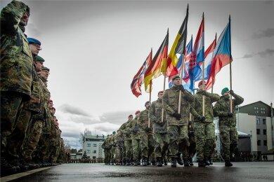 Feierliche Zeremonie auf dem Militärstützpunkt in Litauen. Das Panzergrenadierbataillon 371 hat das Kommando übernommen.