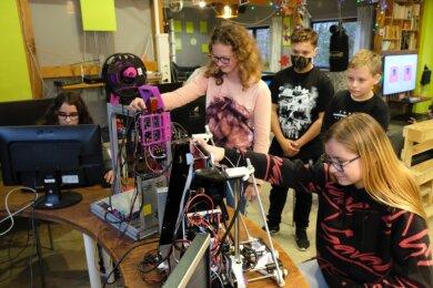 Die 3D-Druckstation ist eines von vielen Objekten im Jugendzentrum Jam an der Dammsteinstraße in Reichenbach, das die Kinder und Jugendlichen auch in Coronazeiten begeistert.
