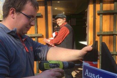 Saisonstart am heutigen Gründonnerstag. Die Kioskbetreiber Kerstin Vollmann und Daniel Glaw haben den Imbissbetrieb an Käppels Teichen coronatauglich vorbereitet.