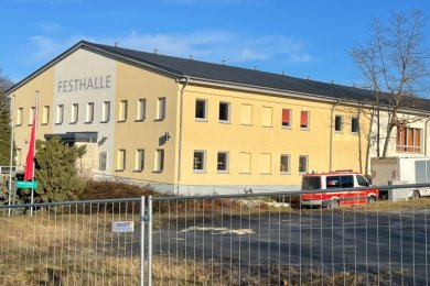 Die Festhalle in Annaberg-Buchholz wird zum bislang einzigen Impfzentrum des Kreises umfunktioniert.