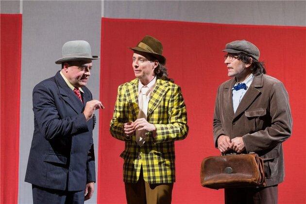 Von den Socken: Udo Prucha als Egon Olsen, Maximilian Nowka als Benny und Nenad Žanić als Kjeld (von links).