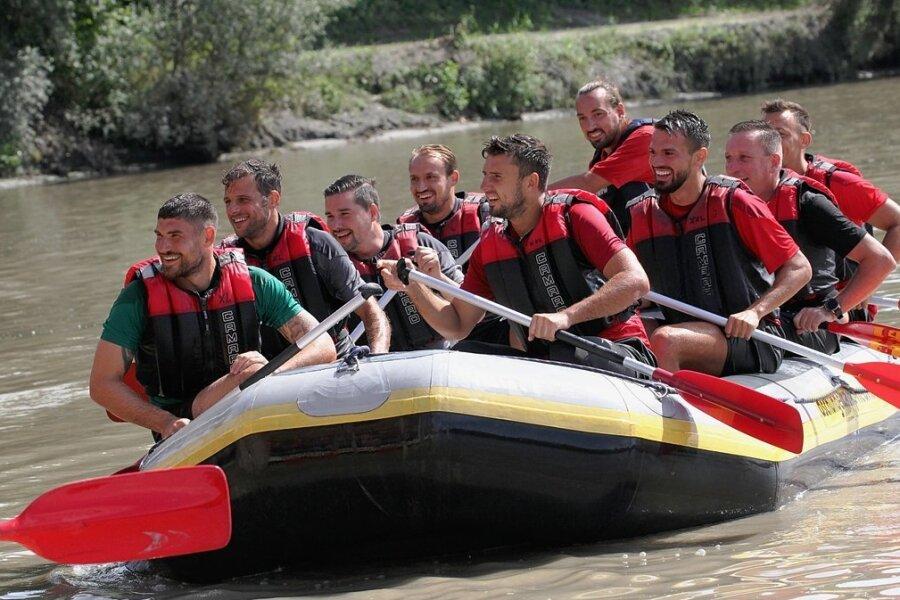 Die Gesichter der Bootsbesatzung verraten es. Bei einer Raftingtour kam der Spaß nicht zu kurz.