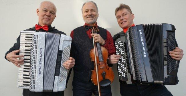 Jubilar Bernd Zabel, Peter Kostadinow und Alex Batow (von links) als Tango Trio International.