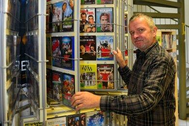 Mit Webers Video-Verleih in Mittweida - hier Inhaber André Weber - schließt am Freitag die letzte Videothek Mittelsachsens. Am letzten Tag gibt es von 10 bis 19 Uhr nochmals einen Ausverkauf.