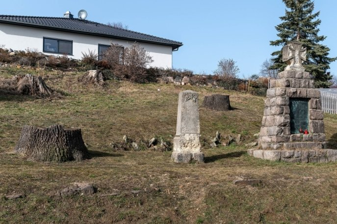 Rings um das Denkmal bleibt es vorerst kahl