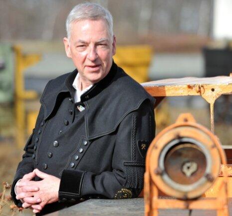 Professor Helmuth Albrecht von der TU Bergakademie Freiberg ist Vorsitzender des Fördervereins Montanregion Erzgebirge. Das Bild zeigt ihn im historischen Industriepark an der Reichen Zeche in Freiberg.