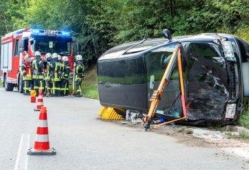 Dieser VW kam zwischen Hormersdorf und Gornsdorf von der Fahrbahn ab.