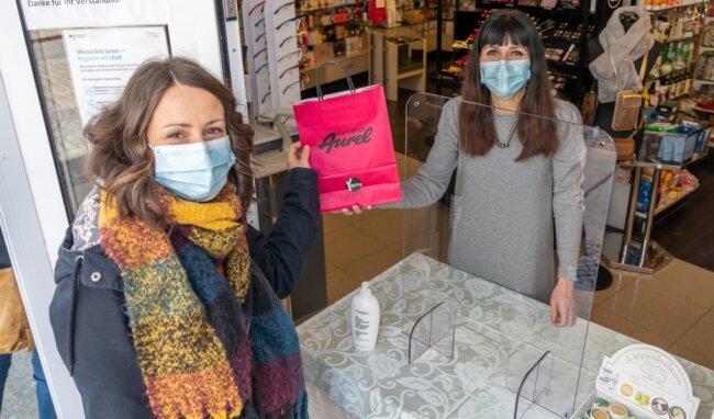 Beatrice Szymanek (links) nutzt das Angebot von Kristin Otto.