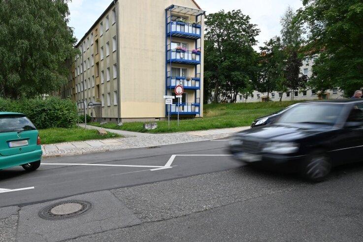 Zufahrt zu einem Mehrfamilienhaus an der Andréstraße. Auf einem solchen Weg starb 2020 ein Fußgänger bei einem Unfall. Der Fahrer des beteiligten Wagens stand am Dienstag vor Gericht.