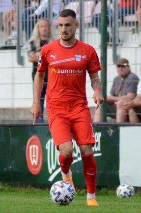 Am Mittwoch verpflichtet, am Freitagabend schon für den FSV Zwickau am Ball: Maximilian Wolfram beim Testspiel in Auerbach.