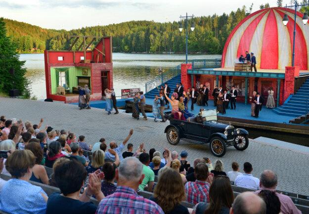 """Premiere von """"Frau Luna"""" auf der Seebühne der Talsperre Kriebstein, Mittelsächsisches Theater."""