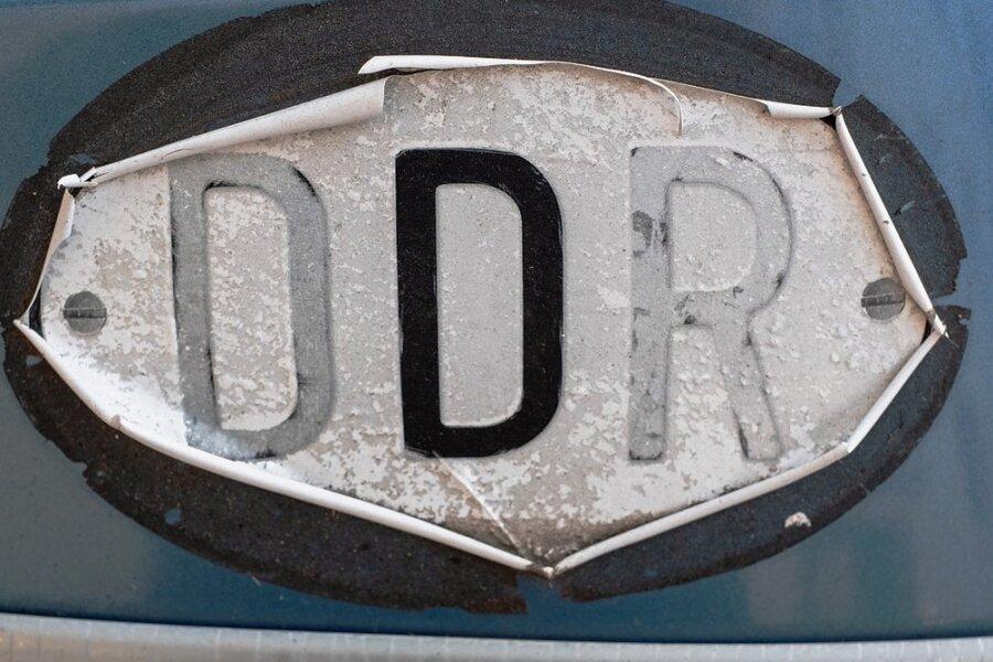 """Wieviel """"DDR"""" steckt heute noch im """"D""""? Das ist eine der Fragen, die das Land seit dreißig Jahren diskutiert."""
