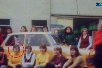 Diese 17 Personen fanden vor 45 Jahren im Trabant Platz. Eingekreist ist die damals 17-jährige Michaela Lorenz.