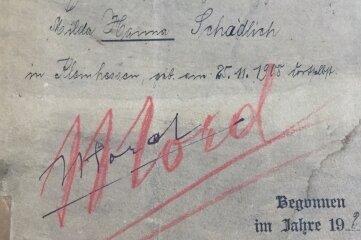 Mord steht groß, rot und doppelt unterstrichen auf dem Deckblatt der Originalakte aus dem Chemnitzer Staatsarchiv.