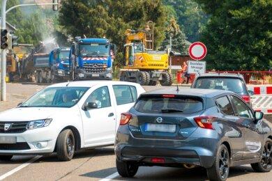 Einige aus Richtung Kalkwerk kommende Kraftfahrer mussten in Höhe der Tankstelle wenden.