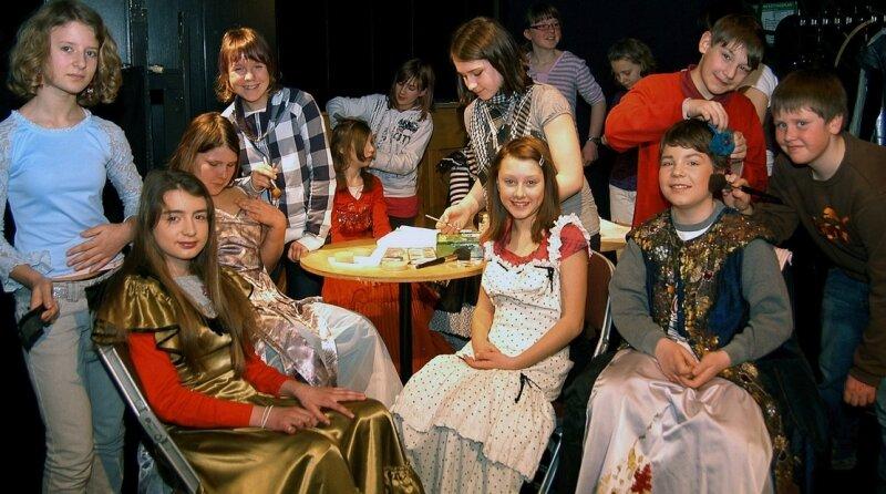 """<p class=""""artikelinhalt"""">Dreizehn- bis Fünfzehnjährige sind am Donnerstag bei einem Workshop der Schultheatertage am Annaberger Musentempel zu Models, Maskenbildern und Beleuchtern geworden. </p>"""