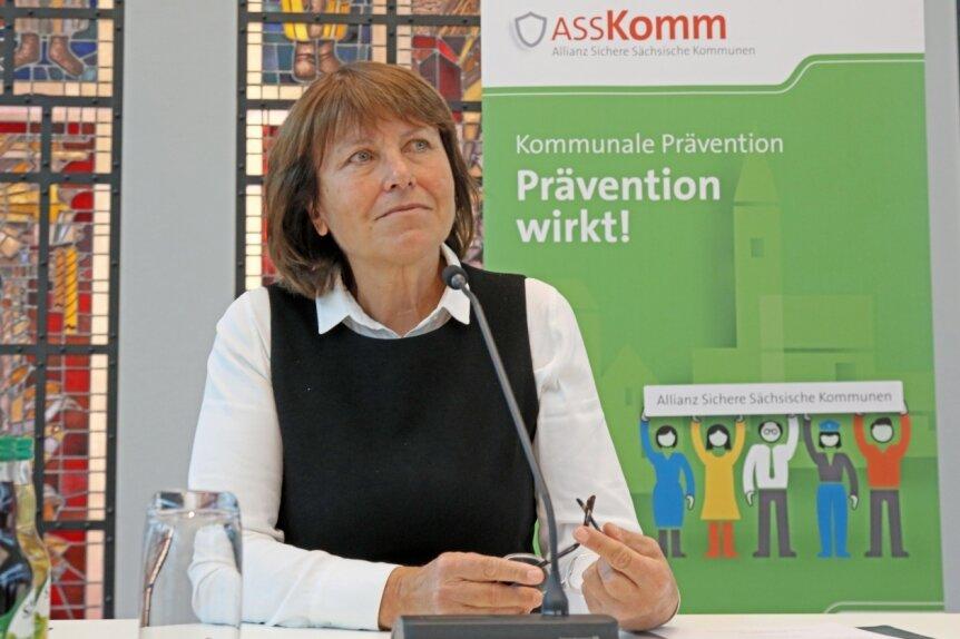 Pia Findeiß auf einem ihrer letzten öffentlichen Termine in dieser Woche, als sie den Präventionsrat auf den Weg gebracht hat.