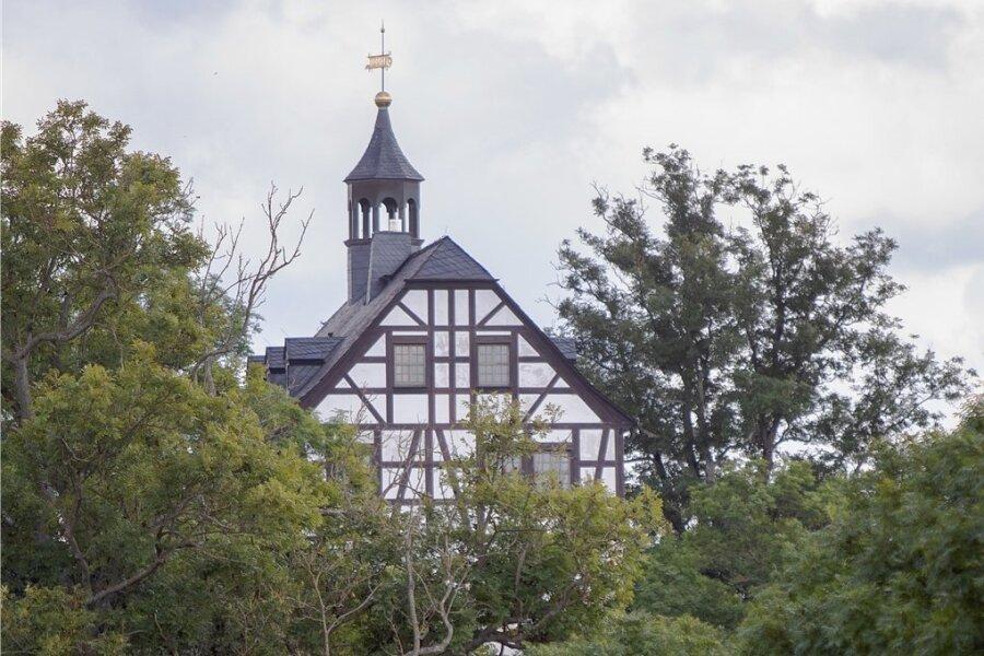 Jößnitz ist nicht irgendein Vorort Plauens, sondern durch seine Lage, attraktive Villen und viel Grün ein Juwel. Der Verkauf des Schlosses sorgt jetzt für Streit: Ist der Preis von 140.000 Euro angemessen?