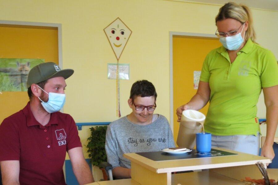 Dirk Meyer und Nadine Unger (rechts), hier im Bild mit Ramona Friedel, die zu ihrer Gruppe gehört.
