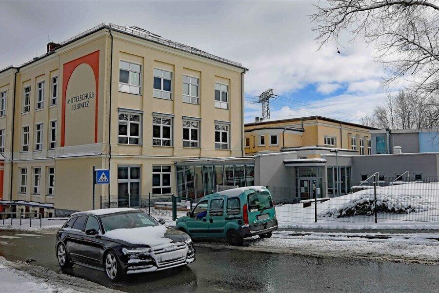 Die Oberschule in Leubnitz soll saniert werden. Geplant ist ein neuer Eingang, sodass Vereine gleich in die Turnhalle gelangen.