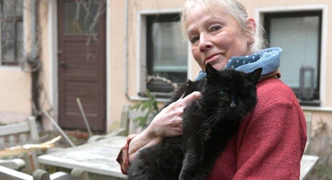 """Als Vorsitzende des Tierschutzvereins Freiberg ist Ines Kramer dafür, Freigängerkatzen zu kastrieren. Damit könne Katzenelend verhindert werden: """"Wirhaben vor vielen Jahren in Freiberg freilaufende Katzen ohne Familie sterilisiert und danach an ihrem gewohnten Ort wieder ausgesetzt."""""""