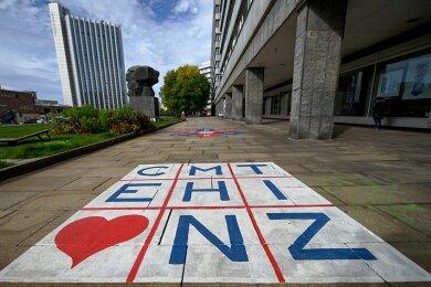 Mit einem Herz für ihre Stadt haben zahlreiche Chemnitzer das Kulturhauptstadt-Projekt für das Jahr 2025 auf die Beine gestellt. Das Programm setzt vor allem auf Alltagskultur, auf die Einwohner als Macher und deren Lebensgeschichten aus dem Osten.